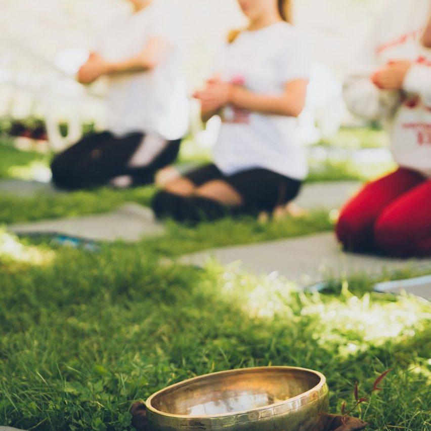 Звуки во время медитации